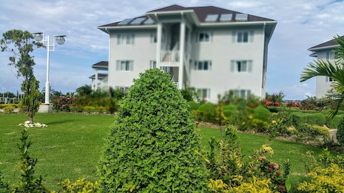 . Oceanic View Apartment at Fern Court