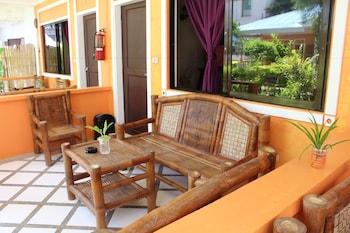 SUNDOWN RESORT AND AUSTRIAN PENSION HOUSE Terrace/Patio