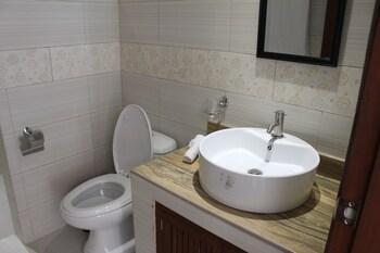 SUNDOWN RESORT AND AUSTRIAN PENSION HOUSE Bathroom
