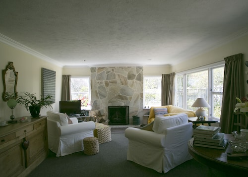 Plum Tree House and Quince Cottage, Tasman