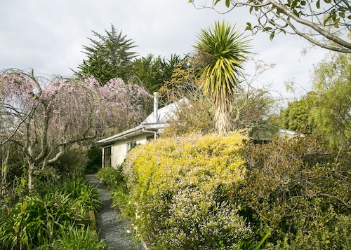 Plum Tree House and Quince Cottage, Tasman