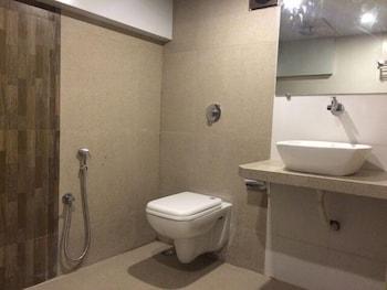 Hotel Nimantran - Bathroom  - #0