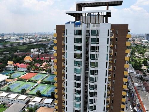 M Sotel Impact Bangkok, Pak Kret