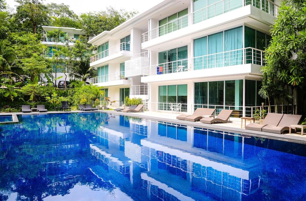 https://i.travelapi.com/hotels/17000000/16880000/16870500/16870442/7bf98576_z.jpg