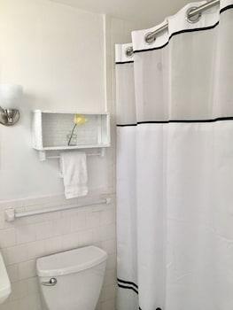 Kingfisher Lodging - Bathroom  - #0