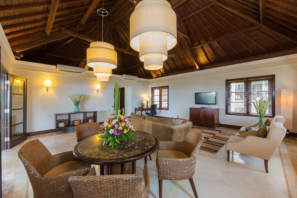 Nirwana Villa Estate