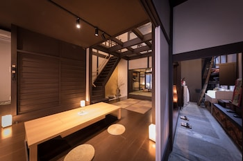 KIRAKU KYOTO ANEYAKOJI (NAZUNA KYOTO ANEYAKOJI) Interior Entrance
