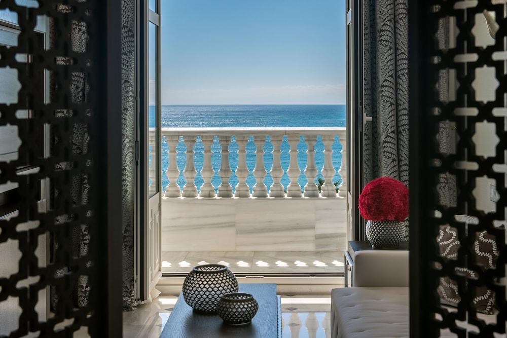 https://i.travelapi.com/hotels/17000000/16890000/16885500/16885459/32bb809f_z.jpg