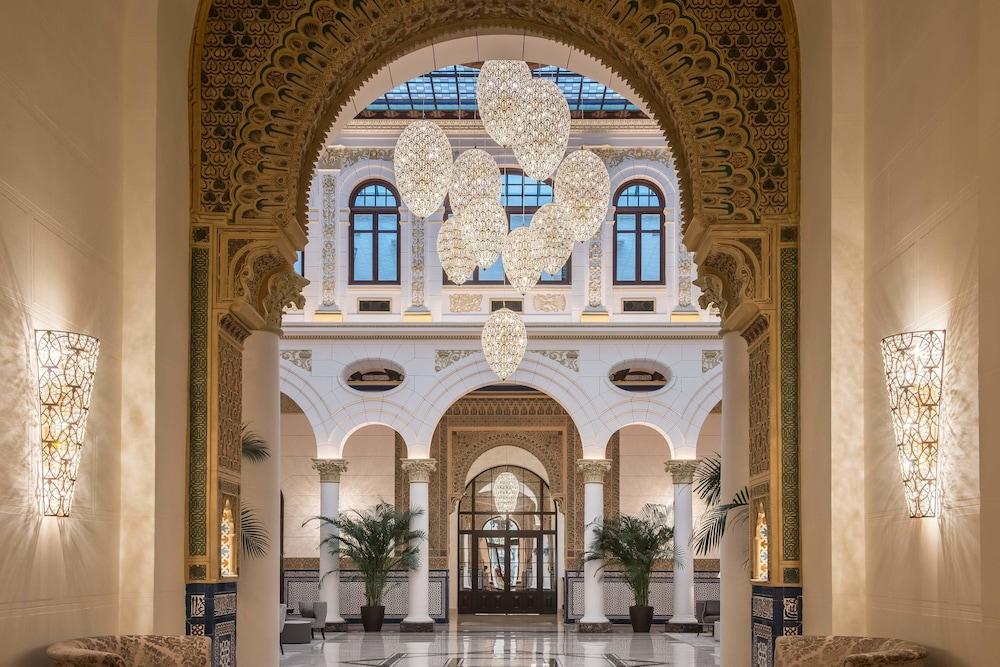 https://i.travelapi.com/hotels/17000000/16890000/16885500/16885459/d7aa3f23_z.jpg