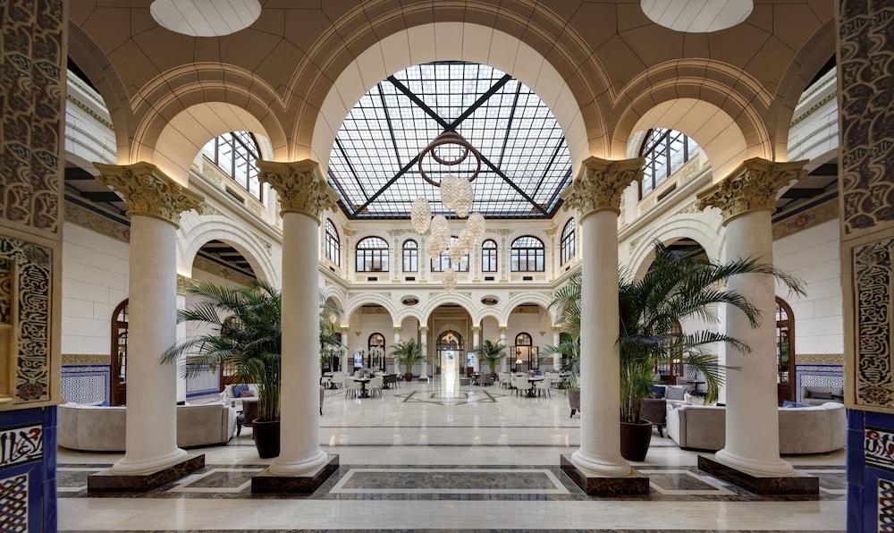 https://i.travelapi.com/hotels/17000000/16890000/16885500/16885459/dcd0b82b_z.jpg
