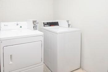 SkyLight Inn Cleveland - Willoughby - Laundry Room  - #0