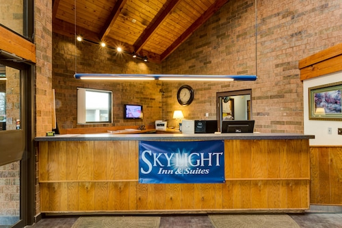 . SkyLight Inn Cleveland - Willoughby