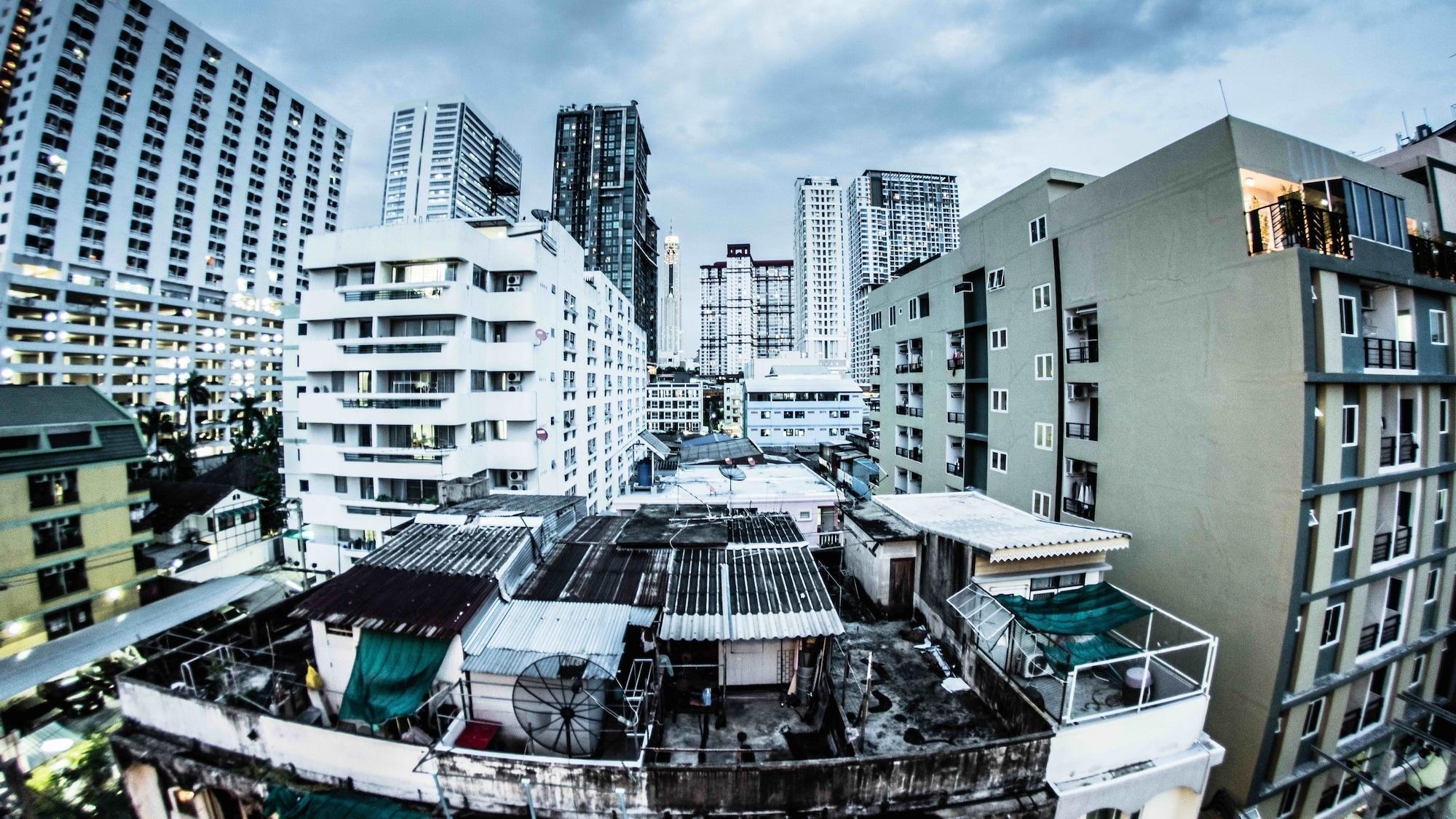 Noursabah Bed Bangkok, Pathum Wan