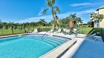 Capri Golf Condo 2 Bedroom Holiday Home by Naples Florida