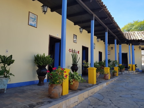 . Hotel Lirice Colonial