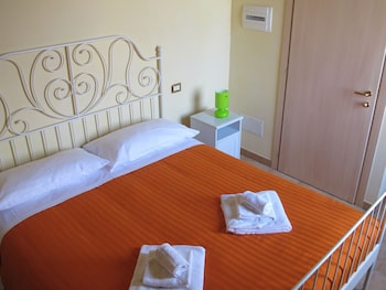 Insolent Inn - Guestroom  - #0
