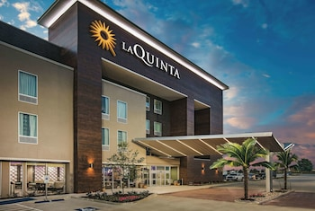 La Quinta Inn & Suites by Wyndham Dallas Plano - The Colony