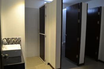 The Lantern Hostel Phuket - Bathroom  - #0
