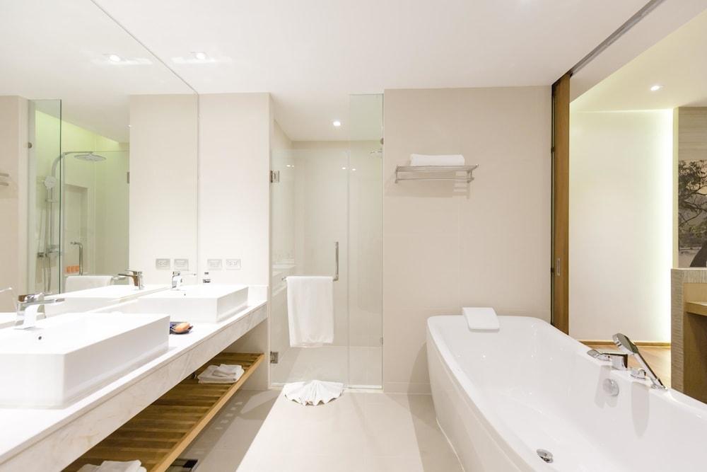 https://i.travelapi.com/hotels/18000000/17070000/17060700/17060685/20c1fd8b_z.jpg