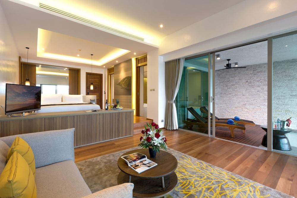 https://i.travelapi.com/hotels/18000000/17070000/17060700/17060685/44f80191_z.jpg
