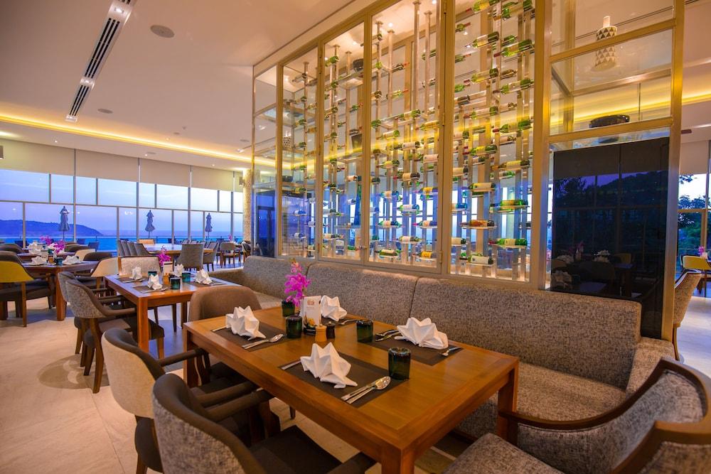 https://i.travelapi.com/hotels/18000000/17070000/17060700/17060685/537aa411_z.jpg
