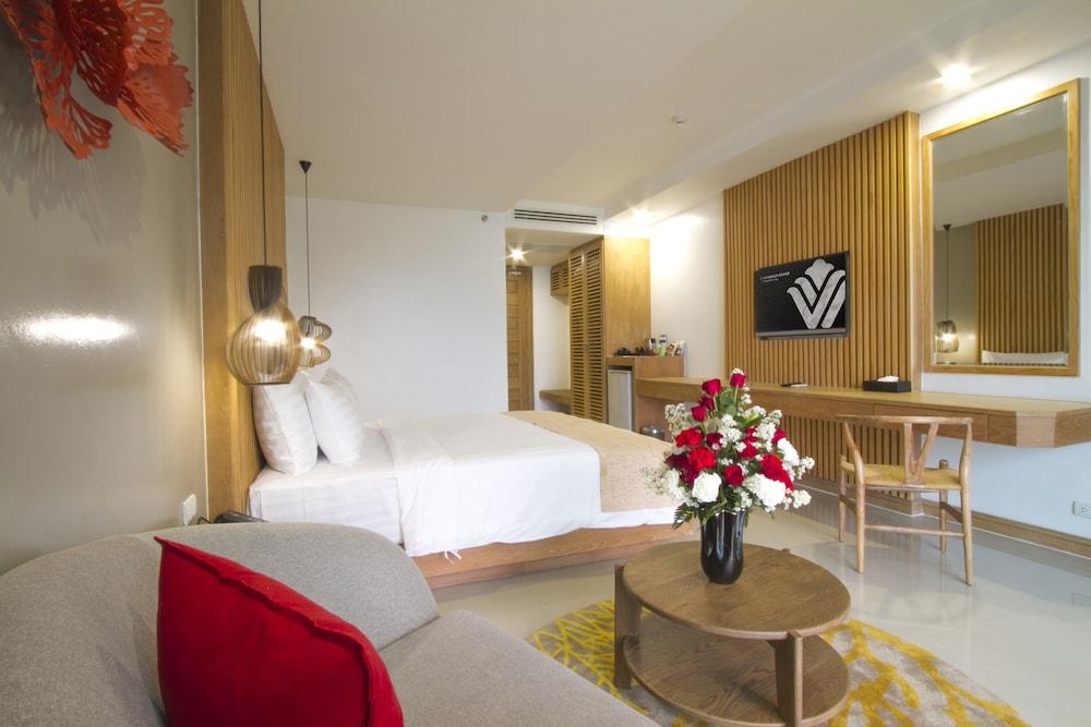 https://i.travelapi.com/hotels/18000000/17070000/17060700/17060685/6de20d96_z.jpg