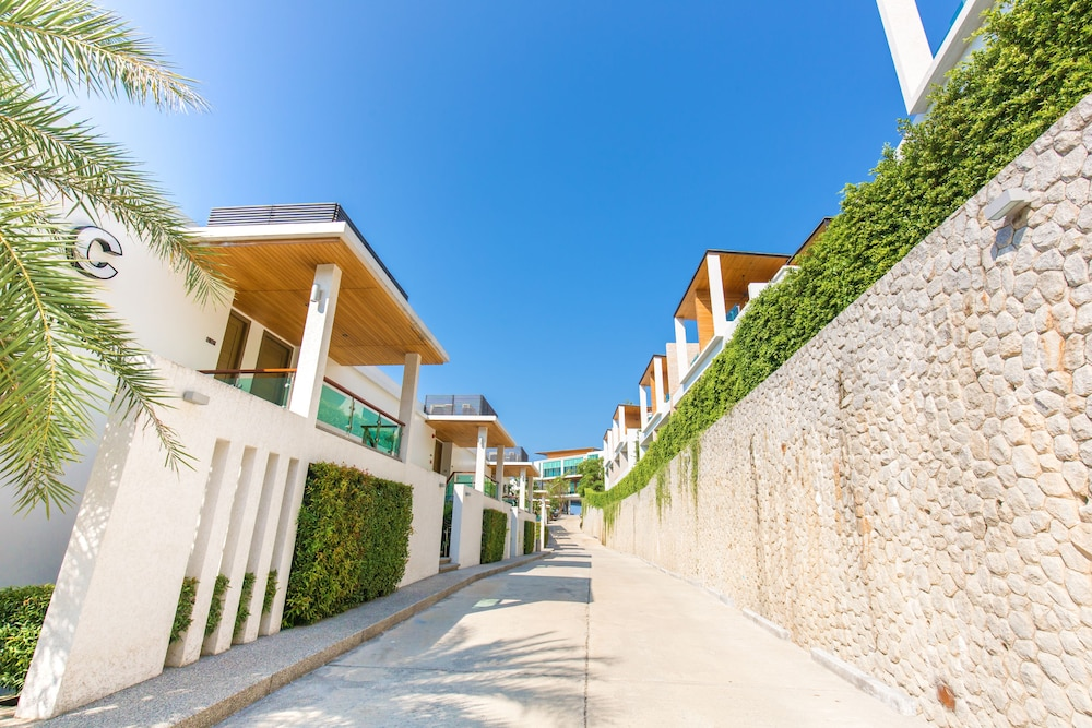https://i.travelapi.com/hotels/18000000/17070000/17060700/17060685/77d8d0b3_z.jpg