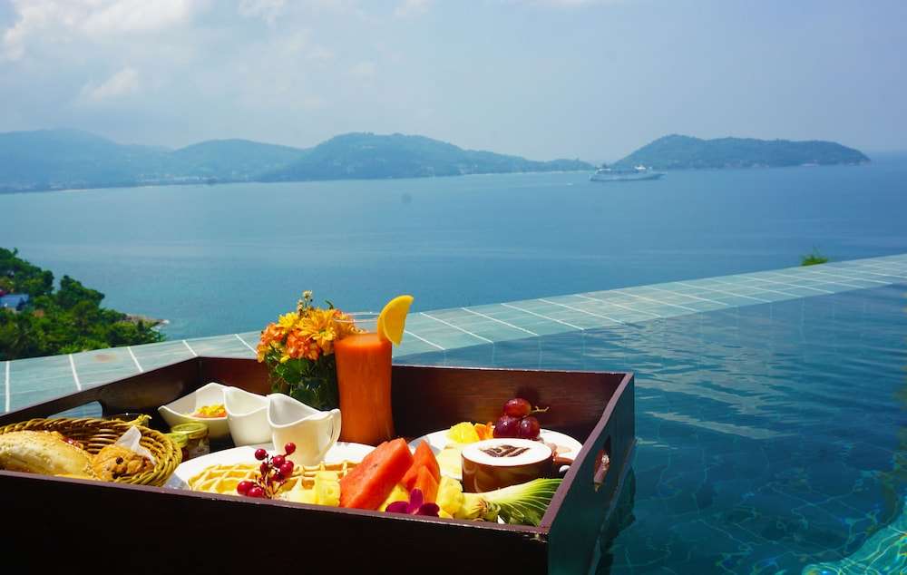 https://i.travelapi.com/hotels/18000000/17070000/17060700/17060685/a5051178_z.jpg