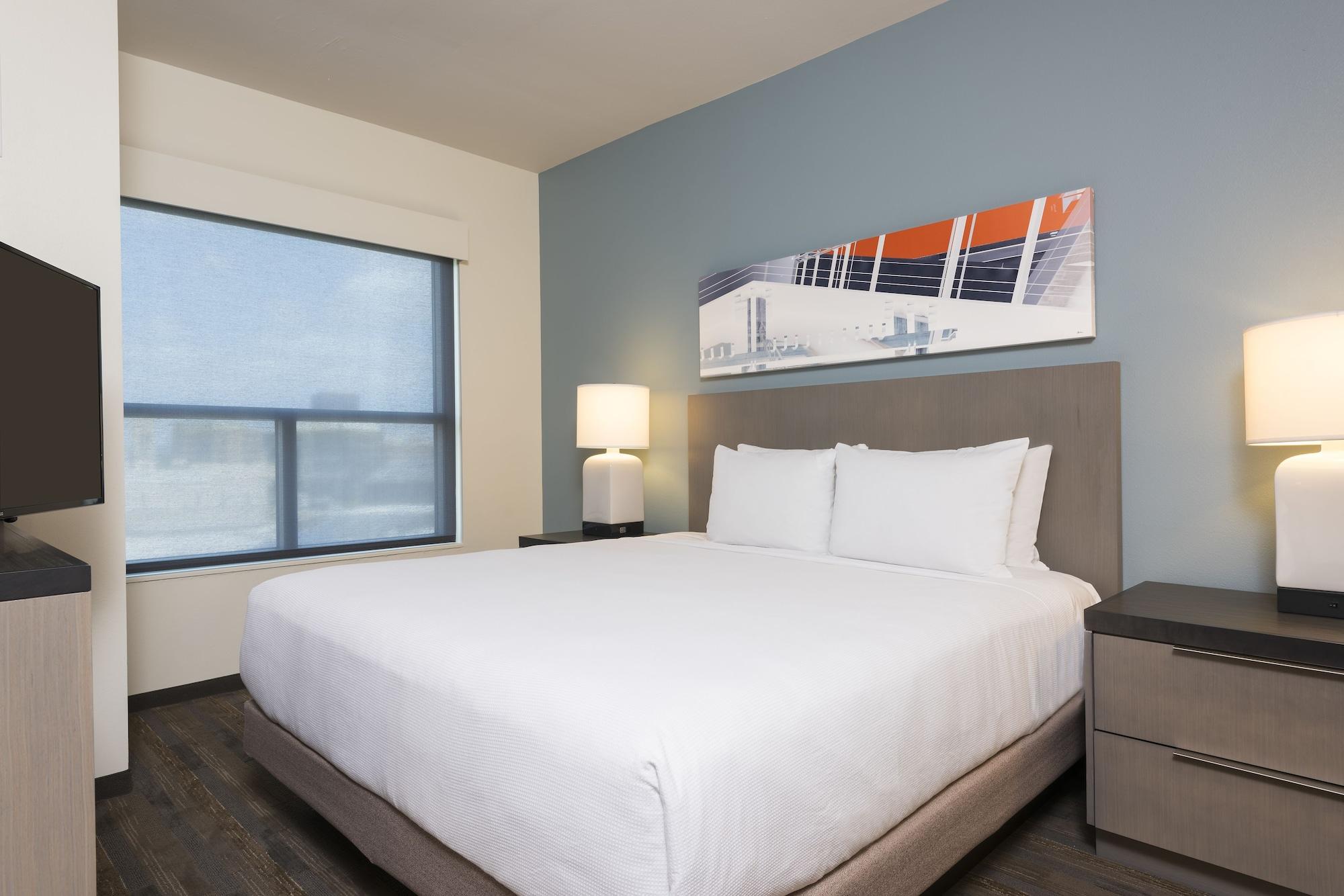 Studio Suite, 1 King Bed with Sofa bed (High Floor)
