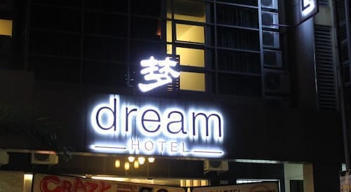 Dream Hotel, Klang