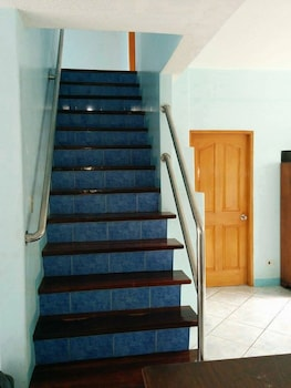 OUR MELTING POT TAGAYTAY - HOSTEL Staircase