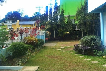 OUR MELTING POT TAGAYTAY - HOSTEL Garden