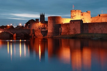 . Apartment - Heart of Limerick City