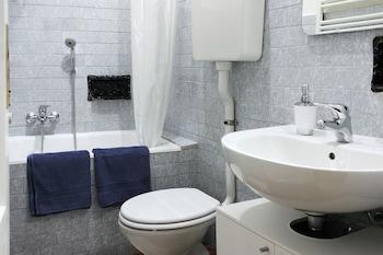 Silverlake Apartment - Bathroom  - #0