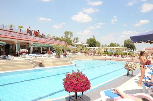 . Vox Maris Grand Resort