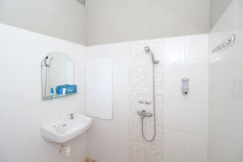 Airy Kuripan Gatot Subroto Merpati 9 Banjarmasin - Bathroom  - #0