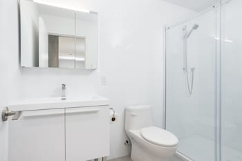Modern 2BR in Old Montreal by Sonder - Bathroom  - #0