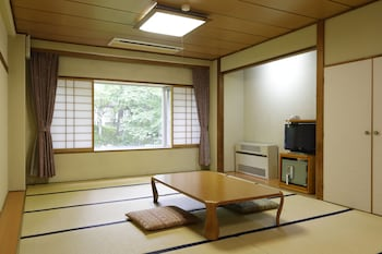 Family Room (Japanese Style,Shared Bath and Toilet)