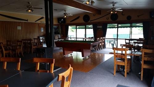 . Mahoe Motel Bar n Grill