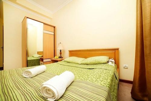 Amrots Hotel,