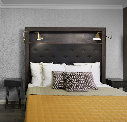 . 41 A Townhouse Hotel