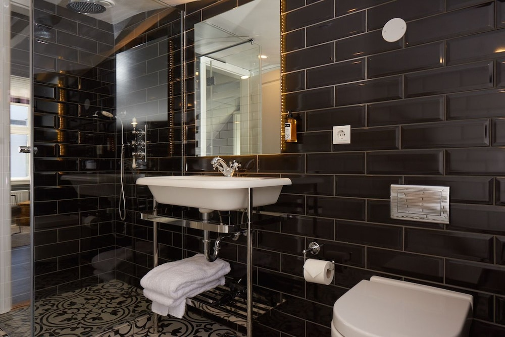 41 A Townhouse Hotel