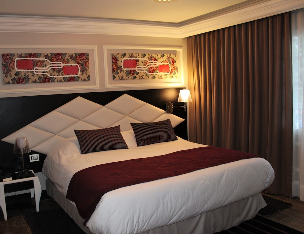 https://i.travelapi.com/hotels/18000000/17100000/17092300/17092237/13b21ec7_z.jpg
