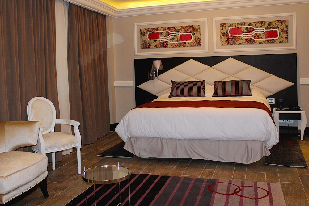 https://i.travelapi.com/hotels/18000000/17100000/17092300/17092237/6a31e718_z.jpg