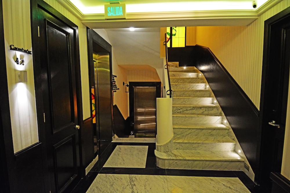 https://i.travelapi.com/hotels/18000000/17100000/17092300/17092237/70884e9b_z.jpg
