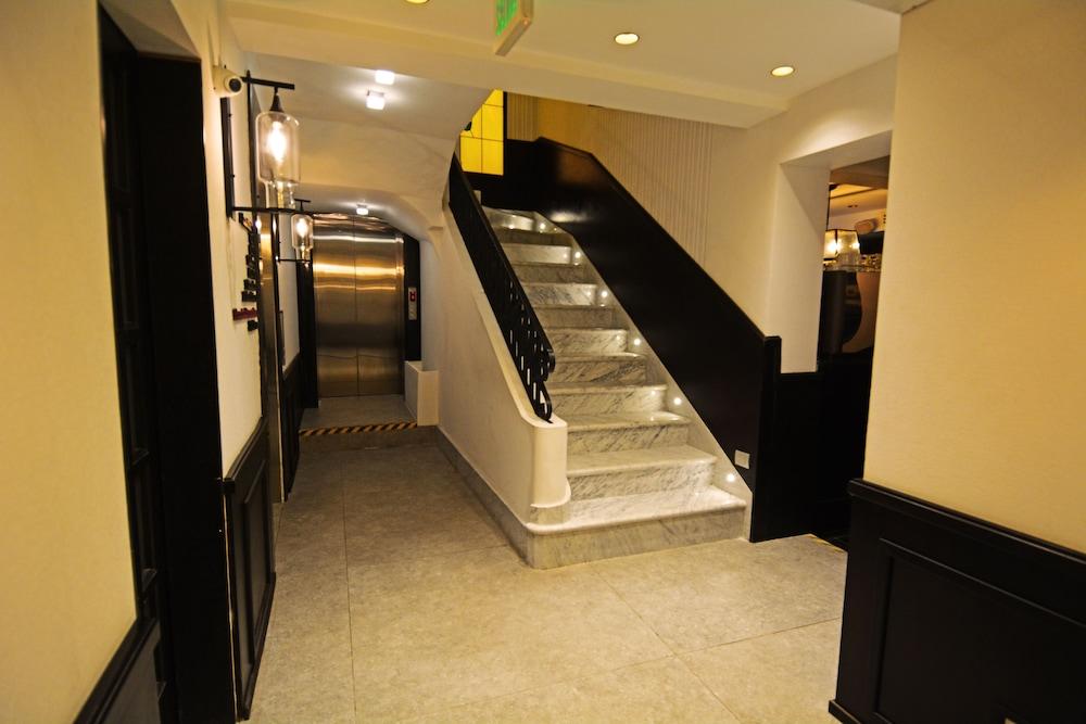 https://i.travelapi.com/hotels/18000000/17100000/17092300/17092237/89a77cb4_z.jpg