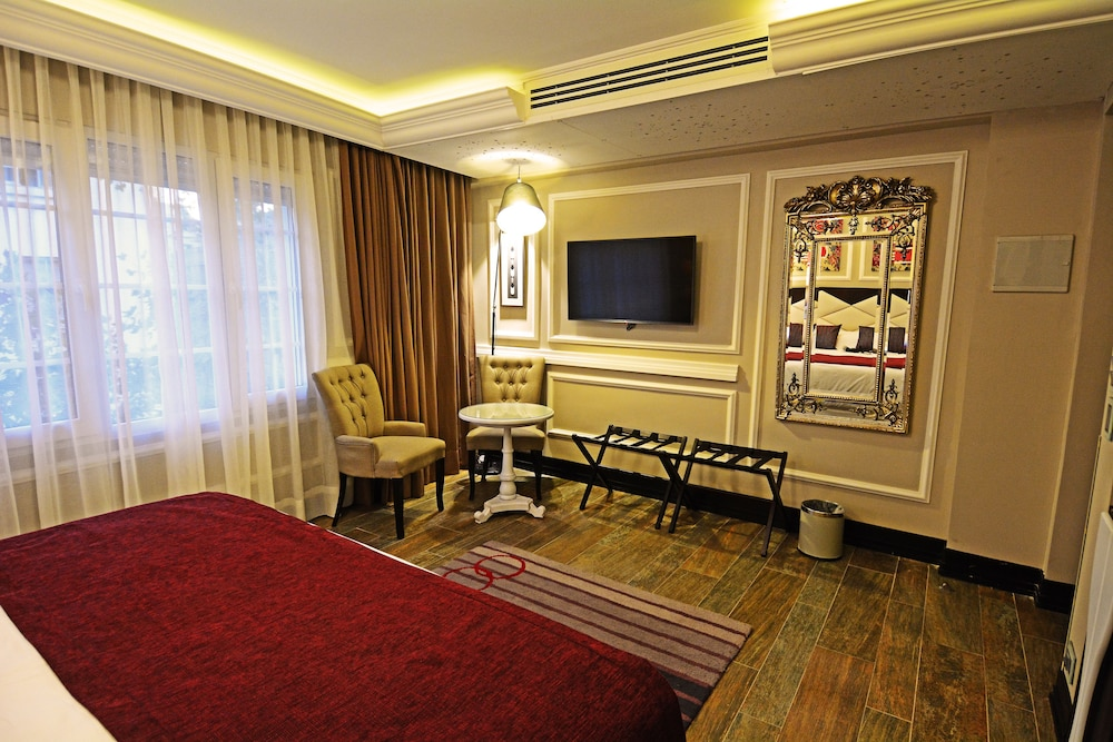 https://i.travelapi.com/hotels/18000000/17100000/17092300/17092237/b8b1c296_z.jpg