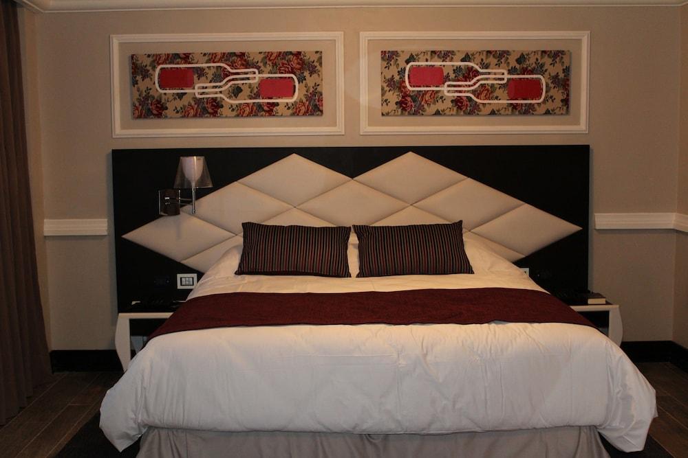 https://i.travelapi.com/hotels/18000000/17100000/17092300/17092237/f29ea38d_z.jpg
