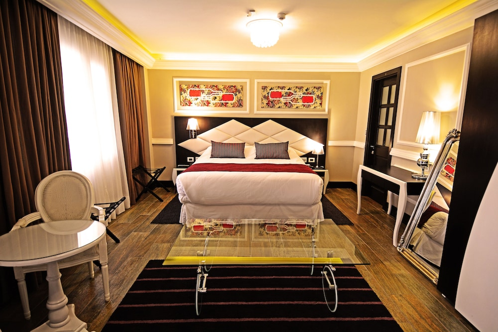 https://i.travelapi.com/hotels/18000000/17100000/17092300/17092237/f97dd4c7_z.jpg