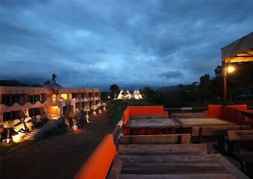 Masi Camp Resort, Muak Lek
